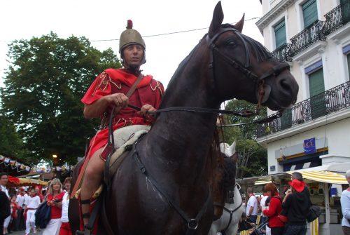 Cavalier_romain_à_la_parade_d'ouverture_des_fêtes_de_Dax_(France)